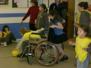 p_02__Brownies_learn_about_mobility_disabilities_2