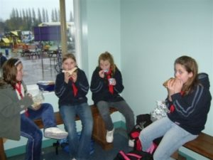 p_03__1st_Rydes_Hill_Guides_have_lunch_at_Cadbury_World_Nov_07